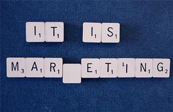 Scrable z hasłem It is marketing